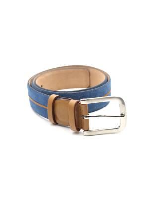 Мужской ремень из нубука синего цвета с кожаным элементом светло-рыжего цвета, пряжка цвета хром