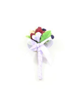 Свадебная бутоньерка красная малина, гортензии и ягоды