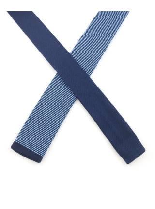 Вязаный галстук с голубым, коричневым и фиолетовым цветом в полоску