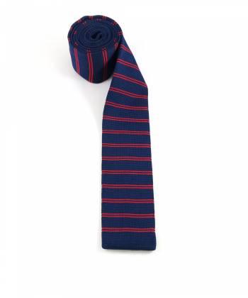 Вязаный галстук синего цвета в красную полоску