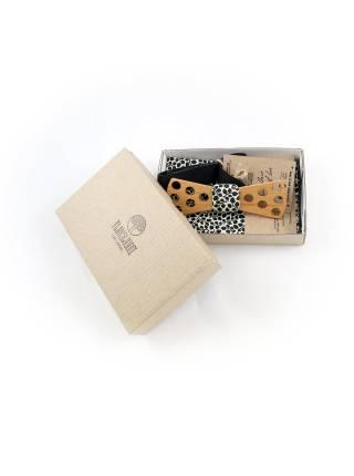 Деревянный галстук-бабочка с черно-белым платком в цветочек для пиджака