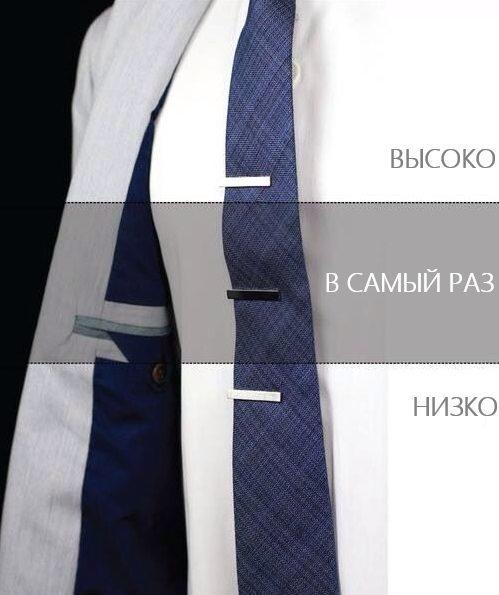 Иллюстрация как вешать зажим для галстука